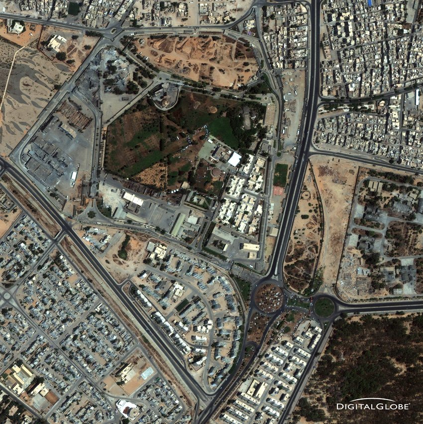 Tripoli, Gaddafi Anwesen, Libyen am 22. August 2011. Diktator weg, Anwesen bombadiert. Foto: DigitalGlobe