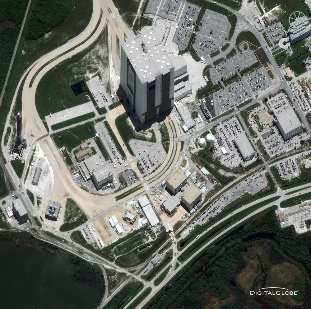 Kennedy Space Center, Merritt Island, Florida, 21. Juli 2011. Eine Ära geht zu Ende. Das Space Shuttle Atlantis (unten) nach seiner letzten Landung und damit letzten Shuttle-Mission der NASA. Foto: DigitalGlobe
