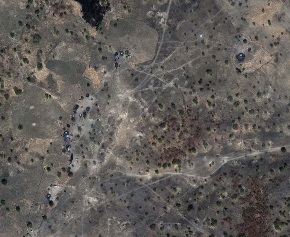 Das Dorf Tajalei, Sudan, am 8. März 2011: Mindestens 300 Gebäude der Siedlung in der sudanesischen Region Abyei wurden absichtlich durch einen Brand zerstört. Das ergab eine Auswertung durch das Satelliten Sentinel Projekt (SSP). Das SSP wurde von George Clooney gemeinsam mit John Prendergast ins Leben gerufen. Ziel ist ein erneutes Aufflammen der Sezessionskriege im Südsudan zu verhindern und Beweismaterial über Kriegsverbrechen zu liefern. Foto: DigitalGlobe/Satellite Sentinel Project