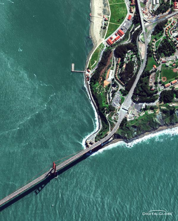 San Francisco, Kalifornien. Ein Teil der Golden Gate Bridge am 7. März 2010. Foto: Digital Globe