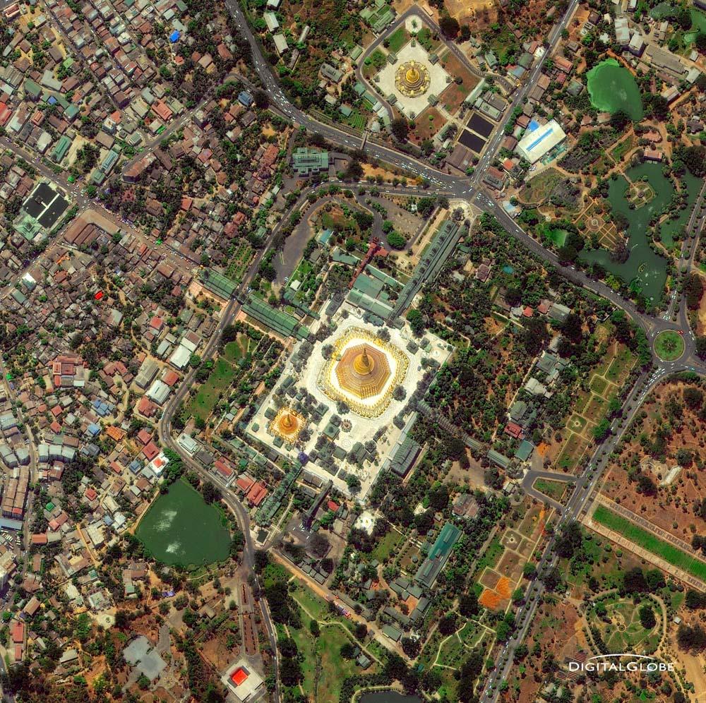 Rangun, Burma/Myanmar, am 28. April 2010. Die Shwedagon Pagode ist der wichtigste Sakralbau und das religiöse Zentrum Birmas. Foto: DigitalGlobe