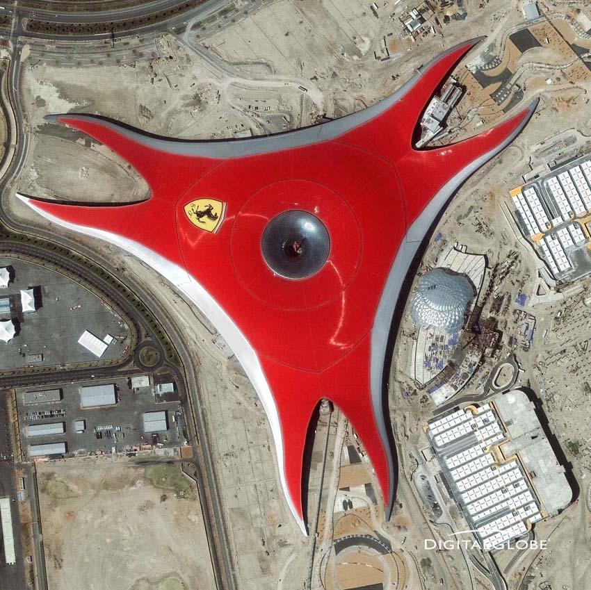 Abu Dhabi. Themenpark Ferrari World auf Yas Island. Die Aufnahme ist vom 11. März 2010. Foto: DigitalGlobe
