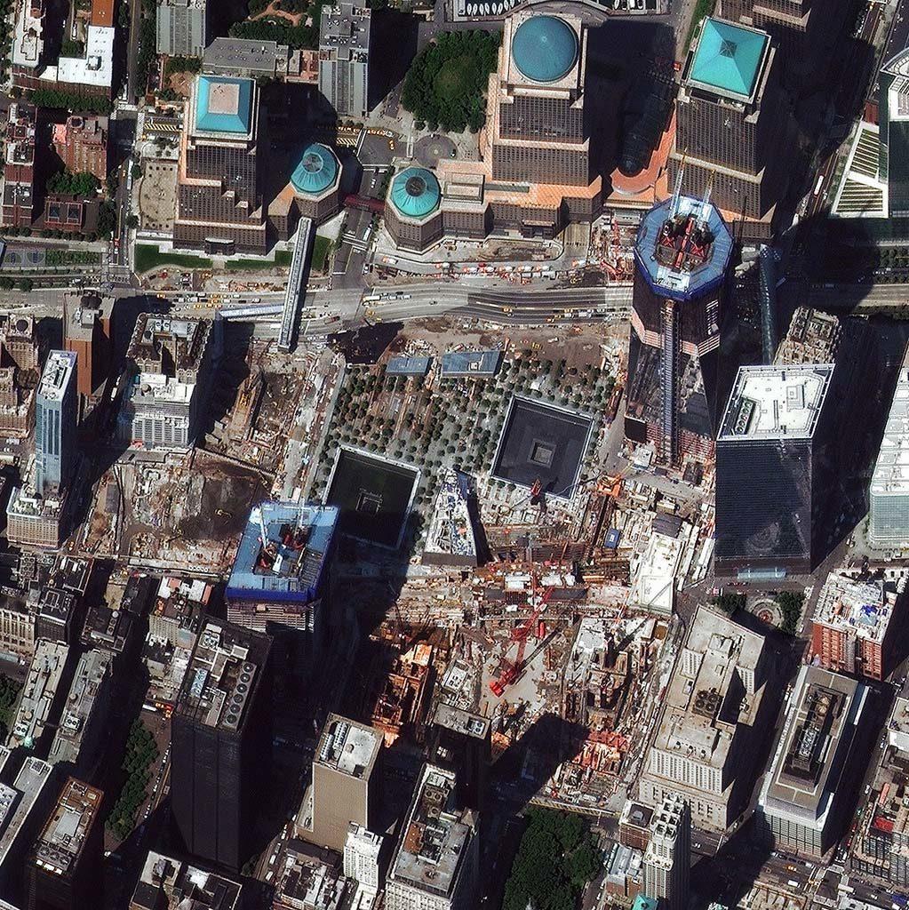 Ground Zero / World Trade Center, New York City am 5. August 2011. Gut zu sehen, sind das Mahnmal und die Bauarbeiten. Über die geplanten Bauarbeiten und das zukünftige Erscheinungsbild gibt die Seite www.wtc.com Auskunft. Foto: DigitalGlobe