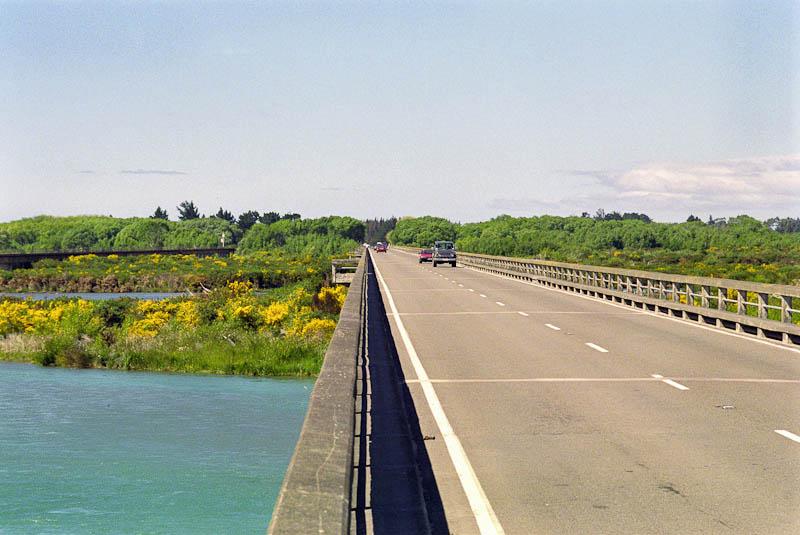 Die Brücke über den Rakaia River soll die längste in Neuseeland sein. Foto: Ingo Paszkowsky