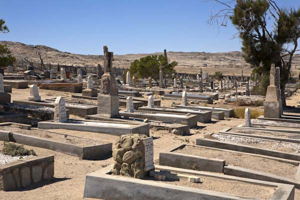 Viele einfache Gräber, aber es gibt auch wahre Kunstwerke, wie dieses Grab. Foto: Ingo Paszkowsky