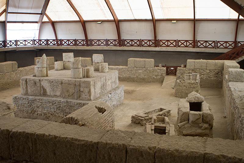 14.000 Gräber wurden auf dem Gelände entdeckt, die einen Einblick in den damaligen Reichtum ermöglichen. Foto: Ingo Paszkowsky