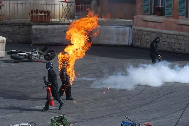 In den Stunts-Show zeigen Profis waghalsige Kunststücke mit Autos und Motorrädern. Foto: Disney