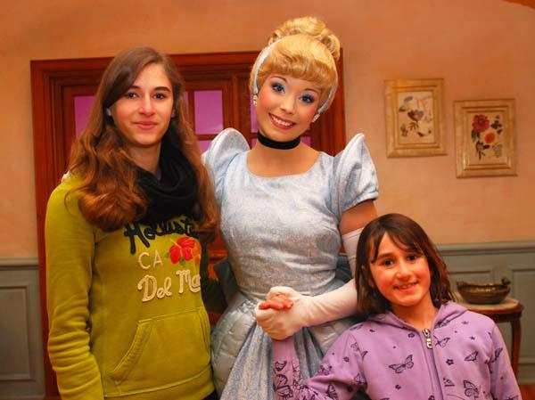 Man kann in Disneyland unzählige Bekannte aus der Märchenwelt treffen... Foto: Disney