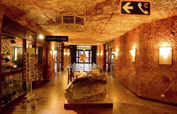 Natürlich gehört eine kleine Ladenzeile zum Desert Cave Hotel. Foto: Ingo Paszkowsky