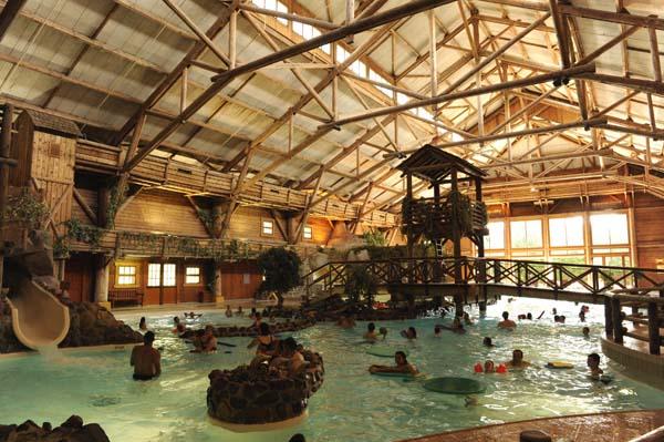 Disney's Davy Crockett Ranch bietet eine Reihe von Spiel- und Sportmöglichkeiten wie ein Erlebnisschwimmbad, eine kleine Tierfarm sowie Tennis- und Basketballplätze. Foto: Disney