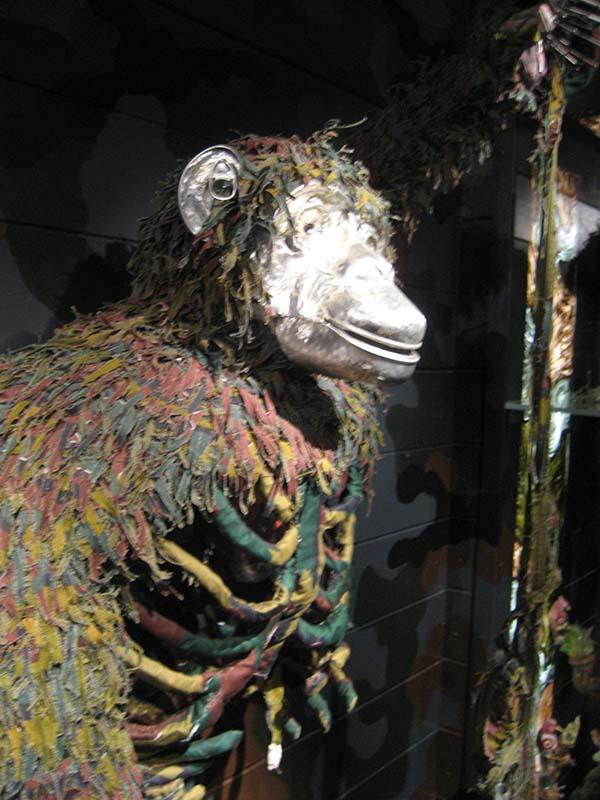 Bedrohte Tierwelt - ein Thema der Australierin Fiona Hall in der Karlsaue. Foto: Beate Lemcke