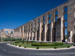 In unmittelbarer Nähe von Elvas befindet sich mit dem beeindruckenden Amoreira Aquädukt ein weiteres Wahrzeichen der Stadt. Foto: Turismo de Portugal – Portugiesisches Fremdenverkehrsamt