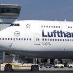 Lufthansa-Flugbegleiter streiken am Frankfurter Flughafen
