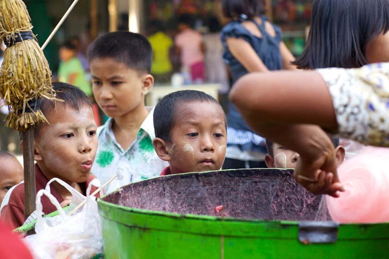 Freiwillige können sich in Myanmar in der ehemaligen Hauptstadt Rangun zum Beispiel in Waisenhäusern engagieren oder an Schulen Englisch unterrichten, um so die Zukunftschancen der jungen Burmesen zu verbessern. Foto: Projects Abroad | Projekte weltweit