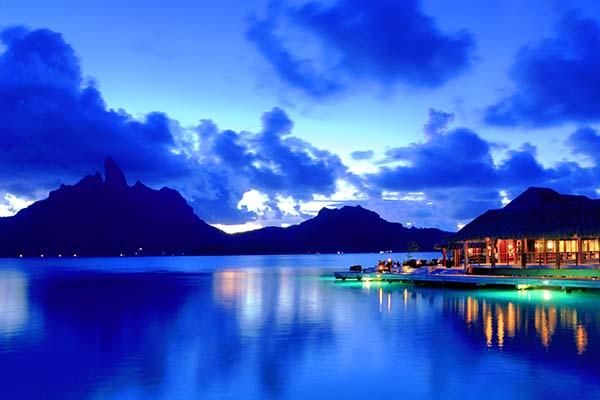 Am Heiligabend bietet das St. Regis Bora Bora Resort die Möglichkeit, im Te Pahu oder im Lagoon by Jean-Gerges Restaurant ein Festtagsmenü mit internationalen Spezialitäten zu genießen. Foto: St. Regis Bora Bora