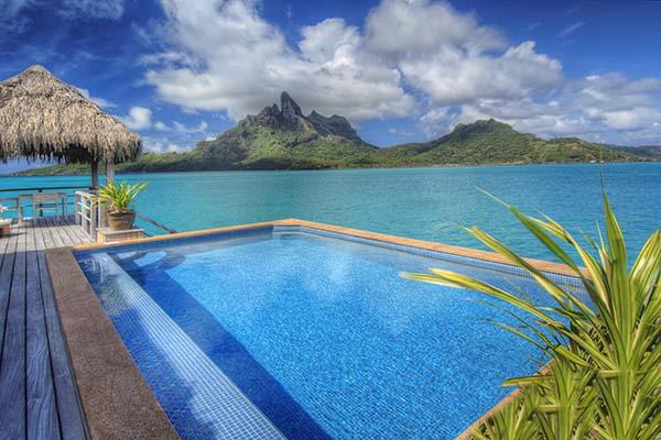 Wer solche Aussichten zu Weihnachten bevorzugt, kann nach Bora Bora fahren. Foto: St. Regis Bora Bora