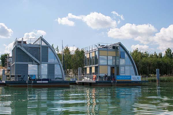 ...schwimmende Häuser.... Foto: M. Priebe