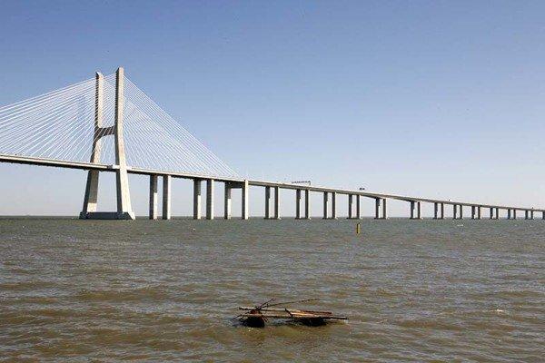 Der Halbmarathon Ende September in Lissabon bietet eine der seltenen Gelegenheiten, die Ponte Vasco da Gama per Fuß zu überqueren. Foto: Ingo Paszkowsky/WeltReisender.Net