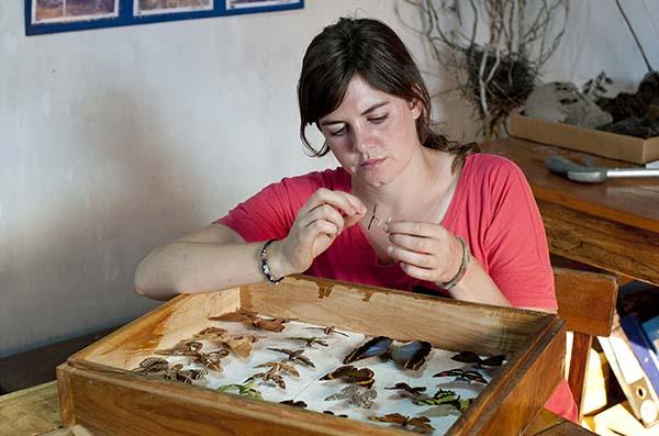 Karina Atkinson (27) aus Schottland baut in einem Naturschutzgebiet mit großer Artenvielfalt in Paraguay ein wissenschaftliches Forschungszentrum auf und nutzt den direkten Kontakt zu den Einwohnern, um die verarmten Gemeinden in der Umgebung darüber aufzuklären, wie nachhaltig Naturschutz ist. Foto: Rolex Awards / Kisten Holst