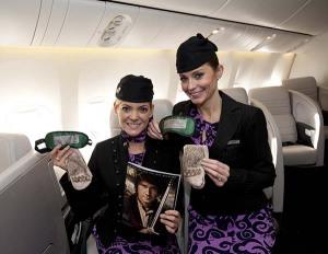 Schöne Socken, die Behaarung an den Füßen sugerieren, gibt es auch an Bord.  Foto: David Dyson / Air New Zealand