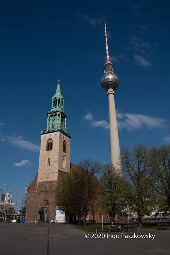 Berlin Ostern 2020: Marienkirche und Fernsehturm / Foto: Ingo Paszkowsky
