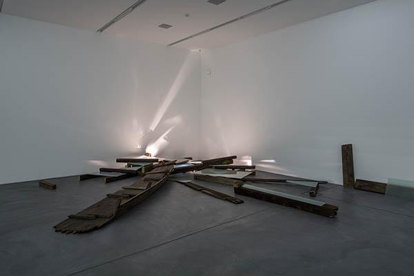Katja Strunz, Rheingold, 1998/2004 (Sammlung Migros Museum für Gegenwartskunst) Ausstellungsansicht Collection on Display, Migros Museum für Gegenwartskunst Foto: FBM Studio