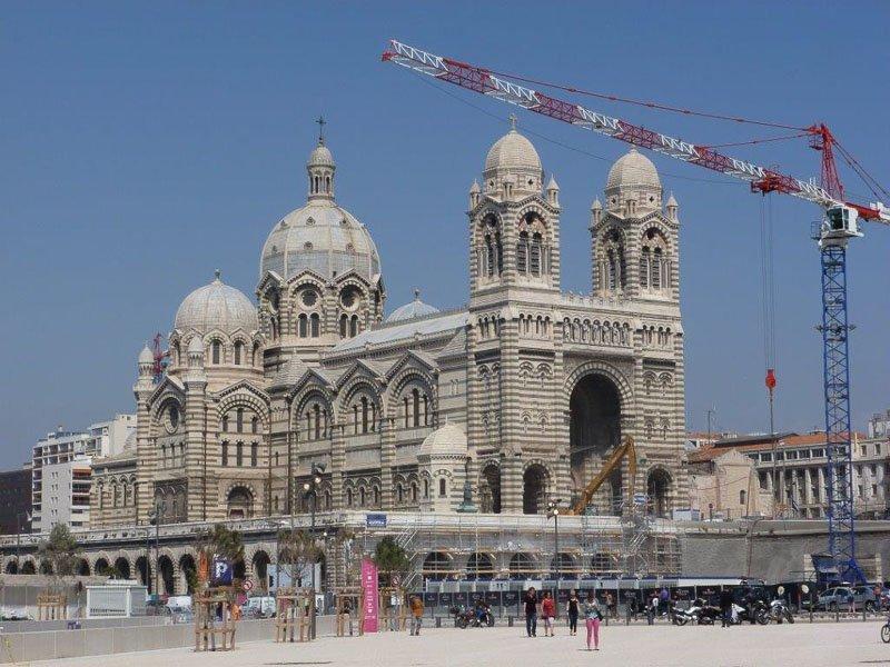 Vor der Kathedrale de la Major wird die Stadt Marseille komplett umgestaltet. Foto: Perino