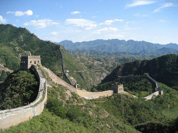 Die Große Mauer, die zur Abwehr der nomadischen Reiterdörfer im Norden diente. Foto: CAISSA Touristic