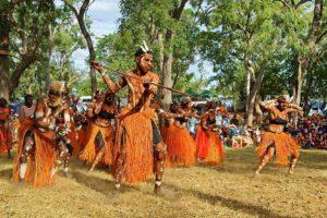 """Aborigines-Gemeinden der Cape York-Halbinsel feiern beim """"Laura Aboriginal Dance Festival"""" drei Tage lang ihre Kultur. Foto: Kerry Trapnell/Tourism Queensland"""