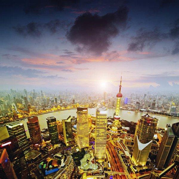 In Shanghai entstand das IT- und Hightech-Viertel Pudong mit riesigen Wolkenkratzern und futuristischen Hochhäusern. Foto: CAISSA Touristic
