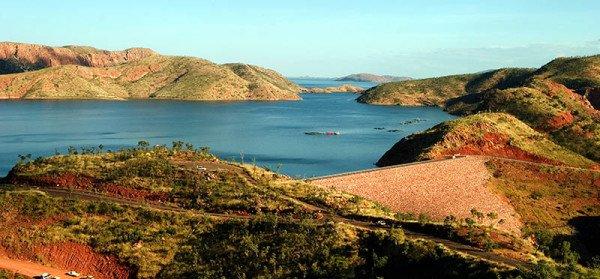 Der Lake Argyle befindet sich etwa 70 Kilometer südlich von Kununarra in Westaustralien. Er entstand durch den Bau eines Staudamms am Fluss Ord River. Der See ist etwa 720 Quadratkilometer groß. Foto: Ingo Paszkowsky