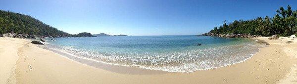 Neben der Entspannung an den einsamen Buchten und Stränden der Insel kommt auch der aktive Teil beim Wandern oder Stand-up Paddle Boarding nicht zu kurz. Foto: Tourism Queensland