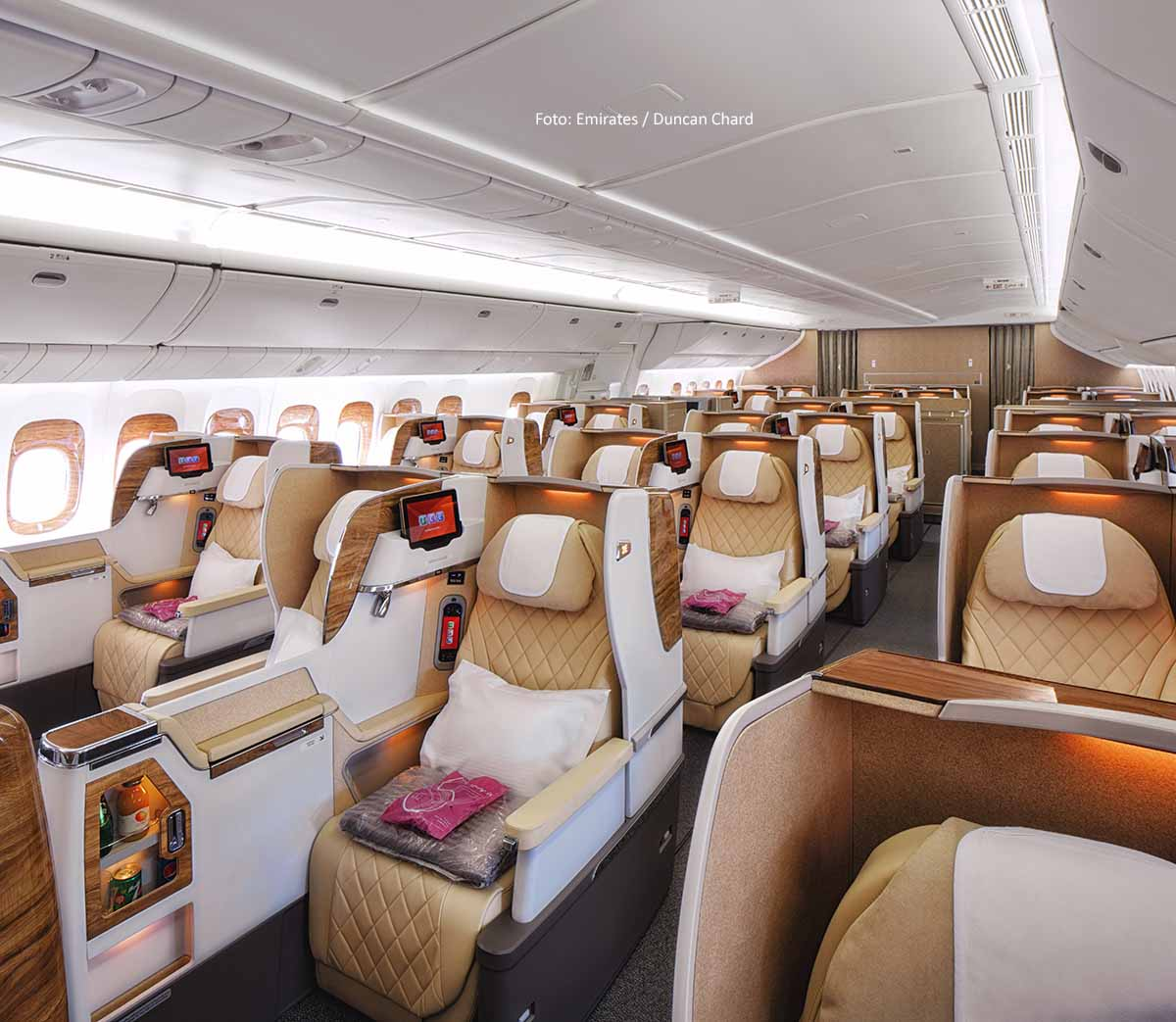 Emirates Boeing 777-200LR mit neuer Business Class