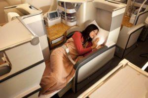 Business Class: Die Sitze können entsprechend in bis zu 79 Inches (2,0 m) lange Flachbetten umgewandelt werden. Foto: Emirates