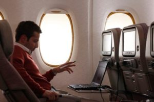 Seit Juli 2012 werden alle neuen A380-Jets mit Wi-Fi-, Mobiltelefon- und mobilen Datendiensten ausgeliefert. Foto: Emirates