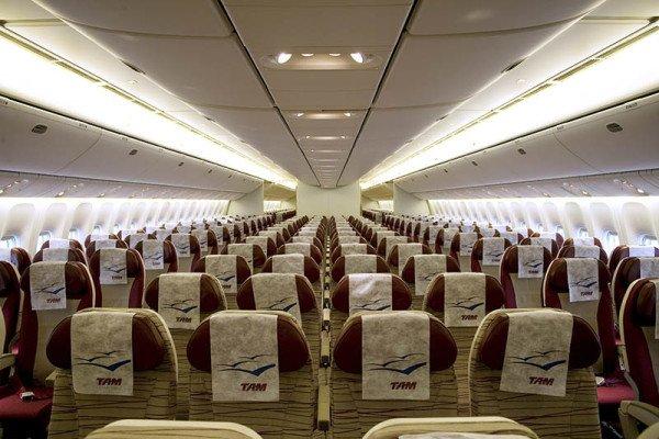 777 Economy Class bei TAM. Foto: LATAM Airlines