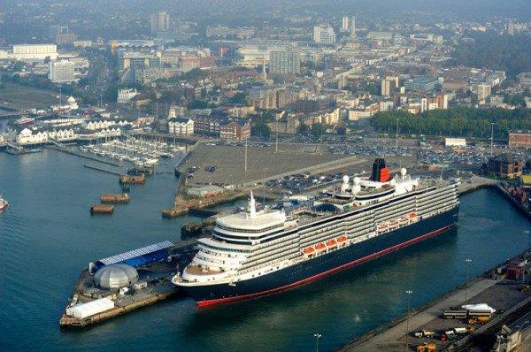 Die Queen Elizabeth im Heimathafen Southampton. Foto: Cunard