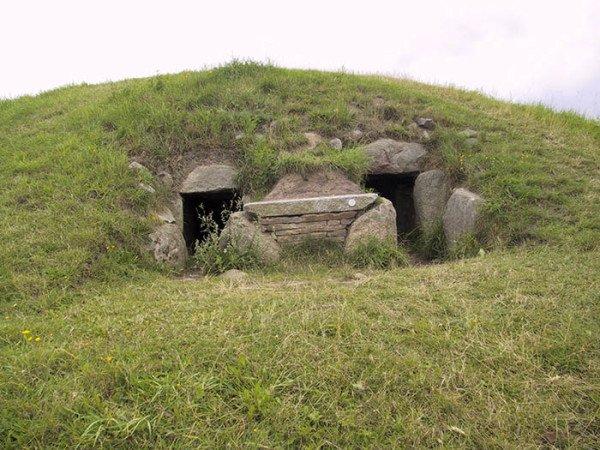 Klekkendehøj, ein Doppelganggrab zwischen Tostenæs und Røddinge auf der Insel Møn. Foto: Bera / Creative Commons
