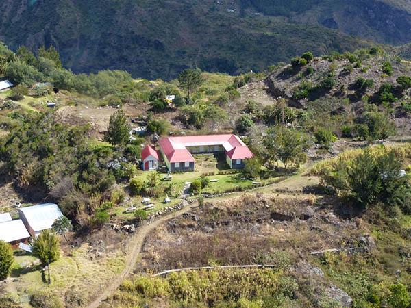 """Die Gäste der Gîte """"Le Tamaréo"""" haben die Möglichkeit während ihres Aufenthaltes traditi-onelle, regionale Produkte aus Mafate und dem Rest der Insel zu kosten. Foto: IRT"""