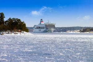"""Aus dem 350 Kilometer entfernten Stockholm kommen die Urlauber innerhalb von 17 Stunden mit der """"Baltic Queen"""" oder der """"Victoria I"""" (Foto) nach Tallinn. Foto: Tallink Silja"""
