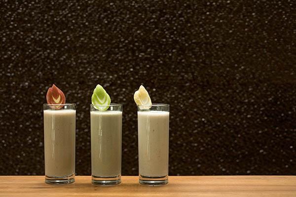 Kamalaya-Smoothies mit Kürbiskernmilch sind nicht nur lecker, sondern vor allem gesund. Foto: Kamalaya