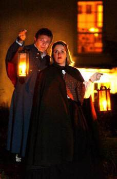Ghost Tours bei Kerzenschein bieten viele Städte in West Virginia. Foto: West Virginia Tourism