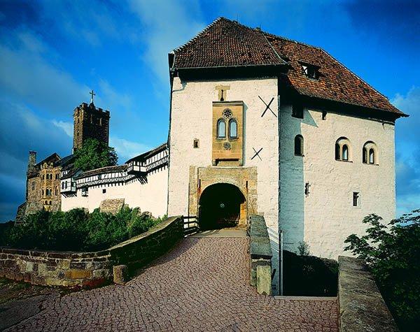 Die Wartburg. Der Reformator Martin Luther übersetzte hier in nur wenigen Wochen die Bibel ins Deutsche. Foto: UNESCO Welterbestätten Deutschland e.V.