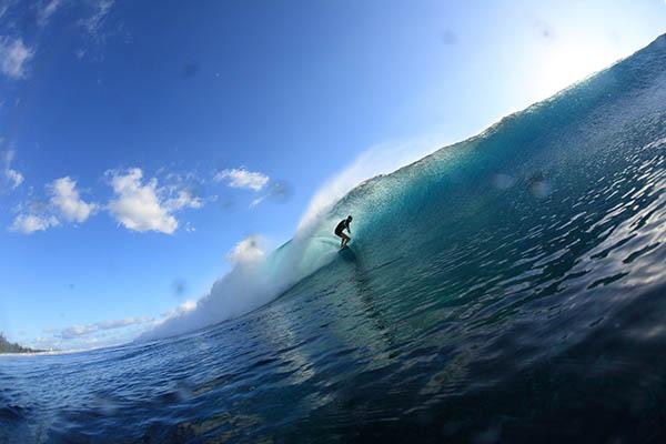 Der Vorstand des Surfverbands der Insel La Réunion empfiehlt derzeit allen Surfern, nicht ins Wasser zu gehen. Foto: Stephane Fournet / IRT