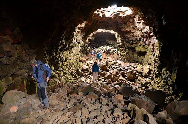 Die Höhle wurde als prähistorisches Haus im Film Noah eingesetzt und ist die viertlängste Höhle Islands. Foto: Promote Icland