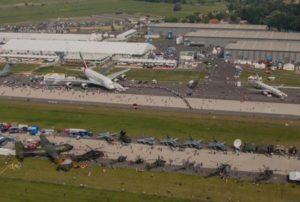 Auch aus der Luft ist die Schlange vor dem 48. Emirates A380 gut zu erkennen. Foto: ILA