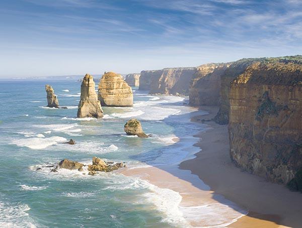 """Diese Felsformationen werden 12 Apostel genannt, ob wohl es sich """"lediglich"""" um acht Felsen handelt. Foto: Tourism Victoria"""
