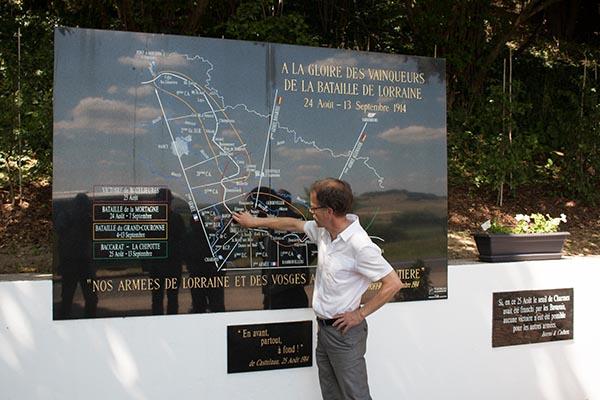 Reiseleiter Jan Jaap de Weerd erläutert den Schlachtverlauf. Foto: Ingo Paszkowsky