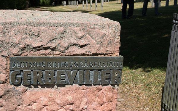 Französische und deutsche Soldatenfriedhöfe in Gerbeviller: Der auch als Gerbeviller-la- Martyre bezeichnete Ort wurde als Vergeltungsmaßnahme für die fehlgeschlagene Einnahme der Mortagne-Brücke zerstört. Foto: Ingo Paszkowsky