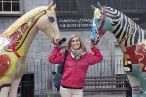 Das ganze Jahr bis in den Herbst schnürt Limerick sein Kulturpaket mit mehr als 200 Veranstaltungen aus Kunst, Musik, Straßentheater, Kunsthandwerk und Architektur. Da kann frau sich nur freuen. Foto: Tourism Ireland